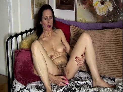 Mature amateur has a hairy pussy - XVIDEOS.COM