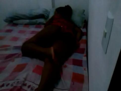 Filmou a filha gostosa dormindo