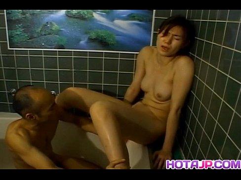 Reona Фудзисаки получает хуй в рот