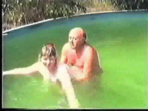 Coroas flagrados metendo na piscina