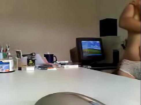 Metiendo la verga a la secre en la oficina