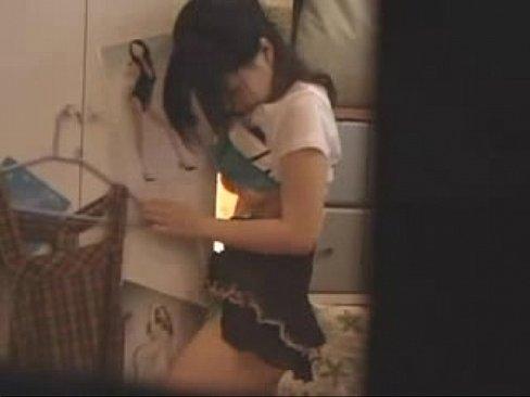 隣の家のお姉さんの部屋を盗撮してたらタンスにオマンコ擦り付けてオナニーしてた!相当溜まってるらしく見ていてかわいそうになりましたww