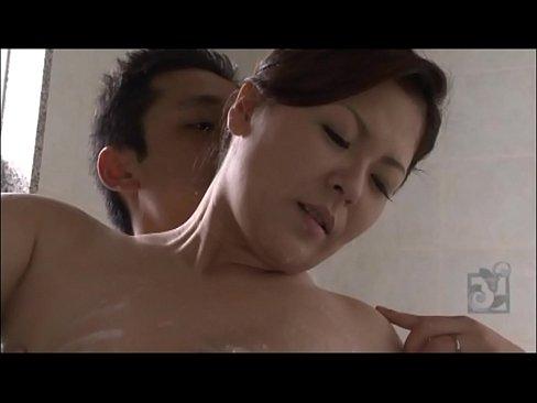 美熟女・櫻井夕樹の大きくてやわらか~い巨乳をお風呂で揉みしだく  |巨...