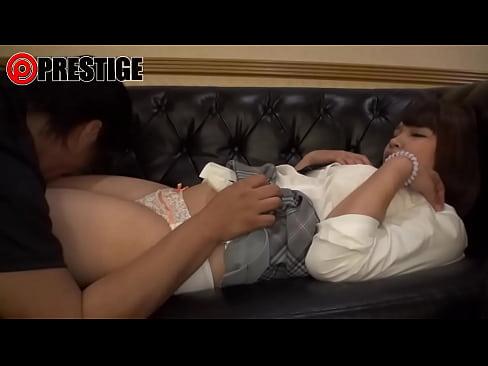 巨乳の制服JKに乳首責めグッズを装着して乳首開発!