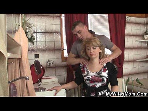 Как заставить маму заняться сексом фото 750-522