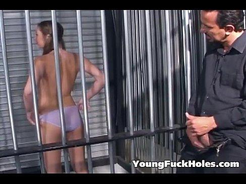 Homem Pervertido Acaba Comendo Novinha Gostosa Dentro Da Cadeia