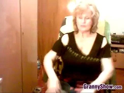 Пухлая И Грудастая Бабушка Мастурбирует