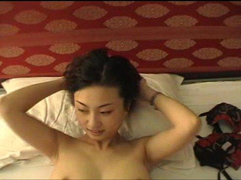無修正:モデルのような中国人の巨乳素人娘が激しく愛撫してくるから御礼に生ハメして中出ししましたw