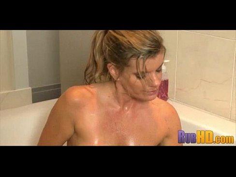 мастурбация в ванной онлайн