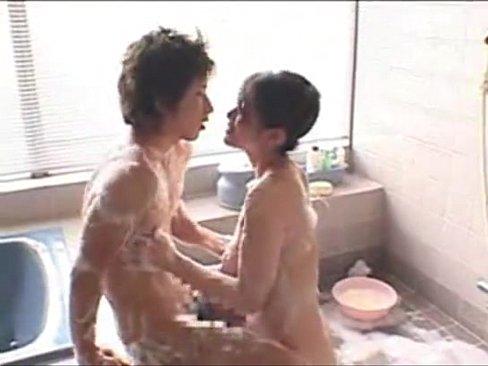 エロエロお姉さんが全身洗ってくれて手コキで抜いてくれた♪っていう夢WWW