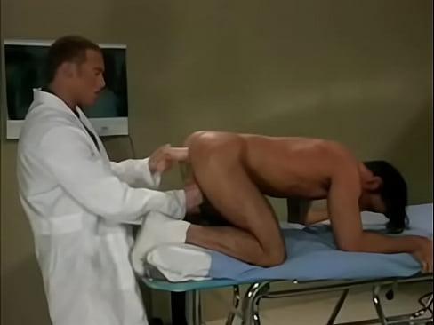 Médico comendo o cú gostoso do seu paciente
