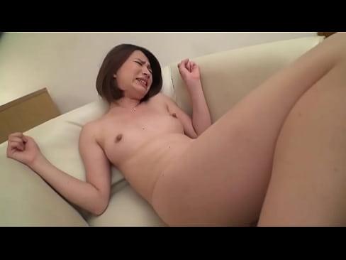 悶々としている美人奥様が巨根相手に乱れて狂う!セックス動画