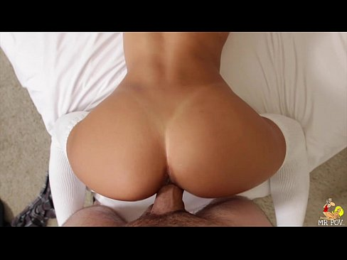 Hot tennie spreads her ass and pussy on cam 9
