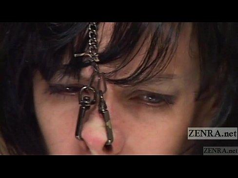 日本人調教師が貧乳白人をSM調教。緊縛され鼻フックで力図よく引っ張られ涙目に…