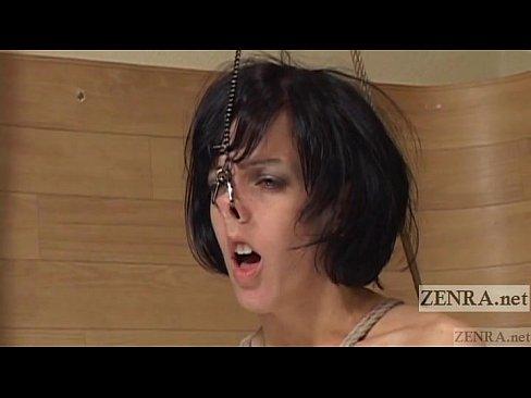 黒髪の熟女の凌辱無料obasan動画。スレンダーな黒髪白人熟女をガチガチに緊縛し、鼻フックで綺麗な顔をぐちゃぐちゃに歪ませる凌辱調教!