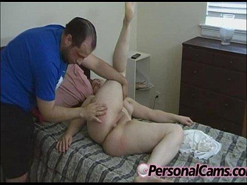 Порно: спящая мама и сын. Сын трахает спящую маму