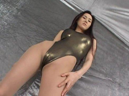 【xvideos】綺麗な痴女レースクイーンお姉さんの過激イメージ無料H...