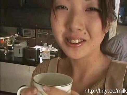 巨乳家政婦がご主人様の希望で母乳ミルクを搾られてコーヒーに投入w   ...