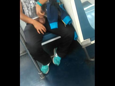 Me muestra la verga en el metro de la Ciudad de México
