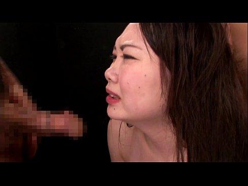 【※ゲロ注意※】イラマチオで喉奥刺激してゲロを吐いてはまたそれを飲み込ませる拷問プレイ