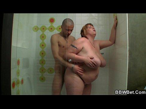 Лижут яйца женщины мужам лизбиянки фото 110-857