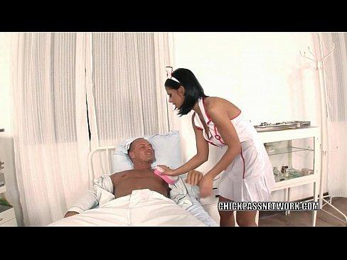 Enfermeira Vadia Fode Muito Com Paciente No Leito De Hospital
