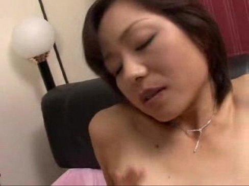 乳首を立たせながら若い男の肉棒を挿入され感じてしまう高齢妻!熟れたマンコはキスだけでビッチョリ濡れ絶頂を繰り返す…