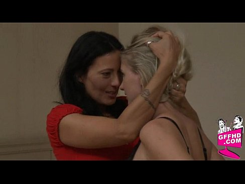 видео семейное секс в троем