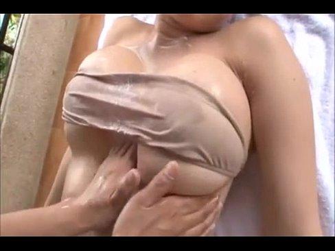 【エロ動画】 グラビアビキニギャルは大変★ビキニの中に手を入れ乳性感帯を執拗にオイルあん摩《松坂南》