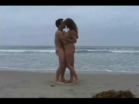 Filme porno gratis sexo na praia de nudismo