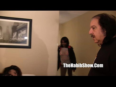 porn legend ron jeremy fucks petite ho she cant...