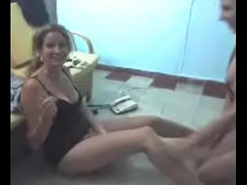 Estas dos mujeres lesbianas se dan rica calentada de panocha con tremenda chupada que se dan