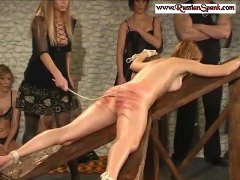 БДСМ Показательная жестокая порка проституток в борделе