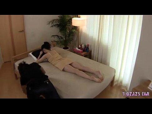 エロマッサージを盗撮!若い男が女性へ性感マッサージ!感じてしまう体!by erojp SITE AvZPe2Ew
