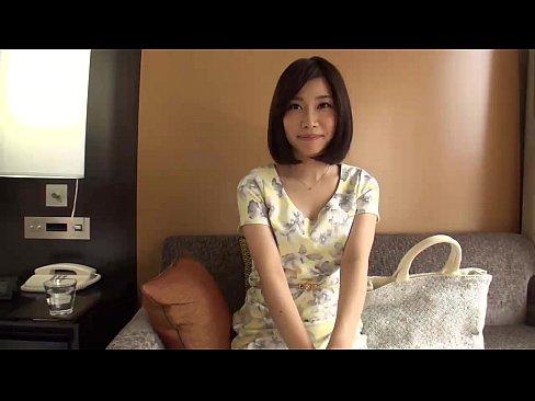 セックスレスで欲求不満な結婚5年目の現役キャビンアテンダント妻 (30)!