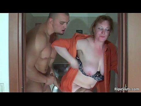 Mięśniak posuwa uległą mamuśkę