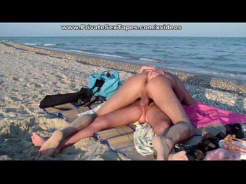 Casal De Amantes Amador Fazendo Sexo Na Praia