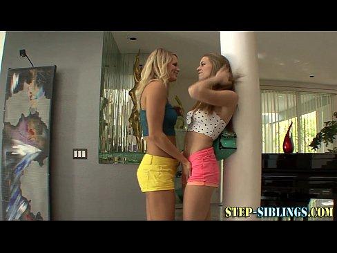 Duas lesbicas amadoras se chupando
