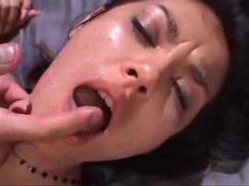 媚薬で薬漬けにされ犯される小澤マリア、首を絞められながらピストンされ顔射ぶっ掛け