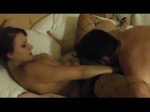 Неожиданный оргазм девушки при сьнемке порно 4 фотография