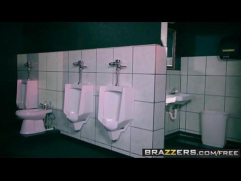 Lésbicas Safadas Fodendo Muito No Banheiro