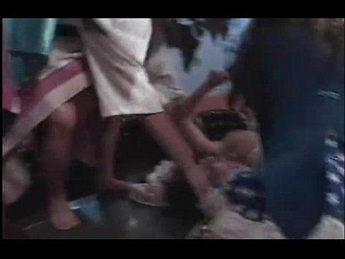 Older frmale masseuse gives handjob video