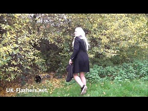 【オナニーエロ動画】外でオナニーしちゃうブロンド美女【無修正】