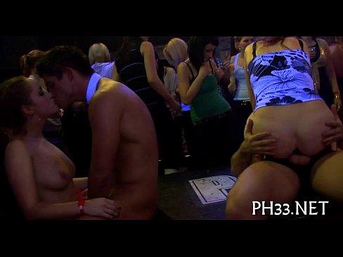 safadas e putas fudendo gostoso em club de sexo