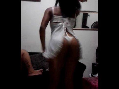 Novinha safada rebolando de lingerie, uma safadinha que adora sexo