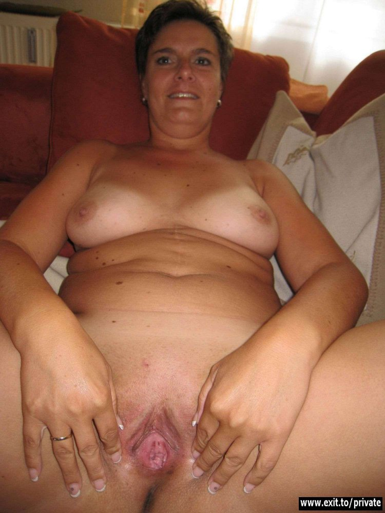nude and sexy mom