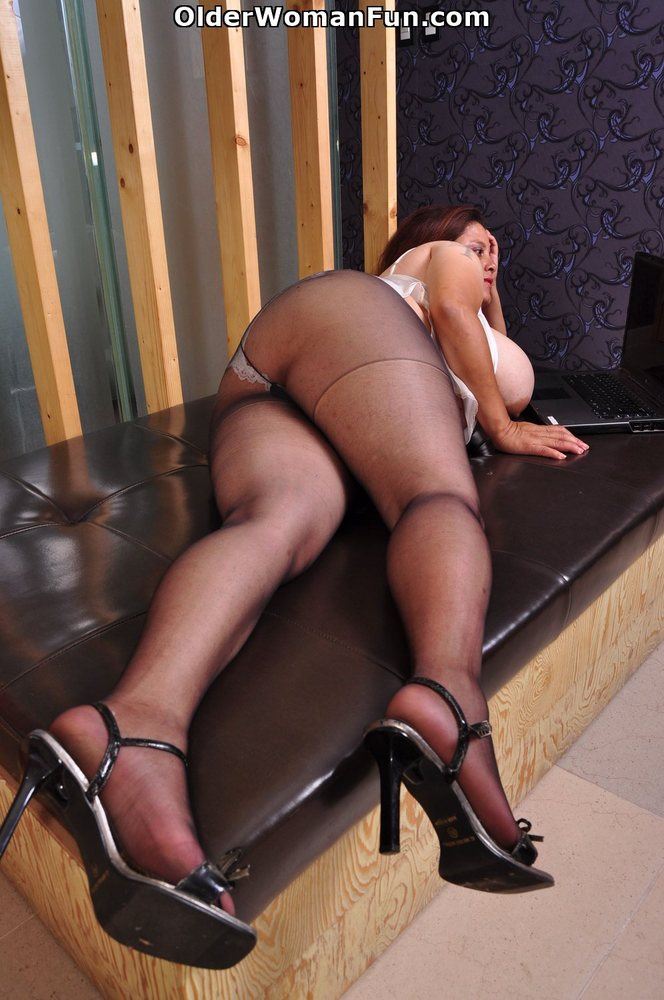 Older women in pantyhose videos