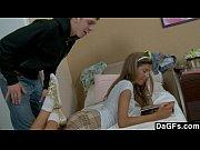 Menina loira pagando boquete