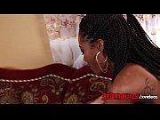 Negra sacana transando com branquinha sensual