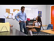Latina  gostosa novinha dando na escola